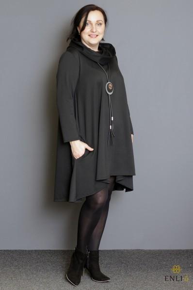 Juodos spalvos suknelė su kapišonu